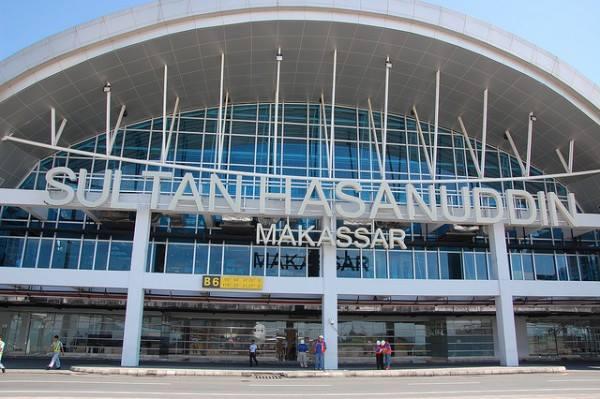 al Mobil DI Bandara Sultan Hasanuddin